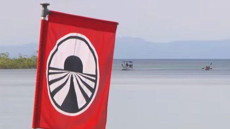 "L'emblématique drapeau de ""Pékin Express""."