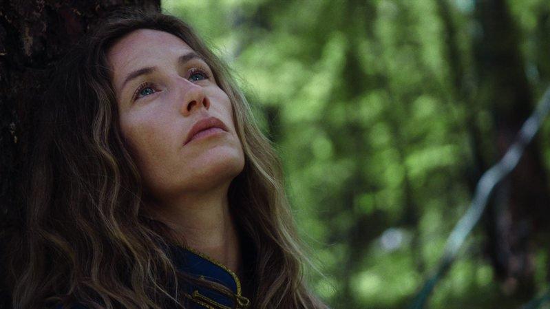 """L'actrice Cécile de France incarne une chamane dans le film très attendu """"Un monde plus grand""""."""