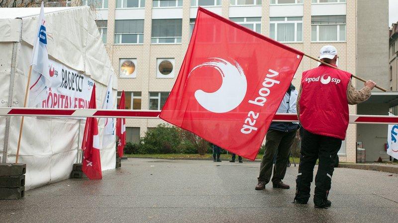 Des syndicalistes et leur tente lors des événements de fin 2012.