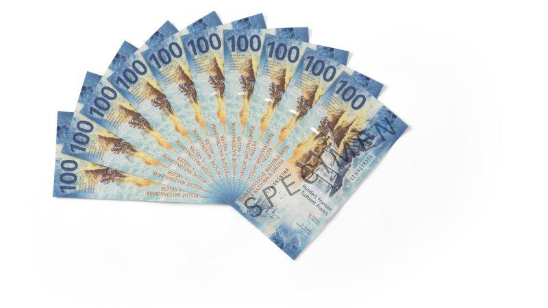 La BNS présente le nouveau billet de 100 francs, le dernier de la neuvième série