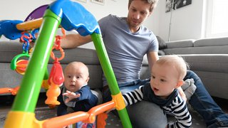 Famille: les déductions fiscales pour les parents qui gardent leurs enfants pourraient passer de 6'500 à 10'000 francs