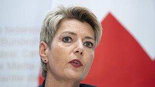 Hooliganisme: la conseillère fédérale Karin Keller-Sutter appelle villes et cantons à frapper fort