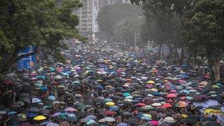 Hong Kong: plus grande manifestation depuis des semaines