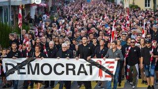 Question jurassienne: après les pro-bernois, les autonomistes défilent en masse à Moutier