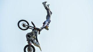 Légende de la moto freestyle, Mat Rebeaud a électrisé le Festival des sports de Neuchâtel