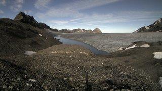 Le lac glaciaire au-dessus de Lenk (BE) se vide, appel à la prudence