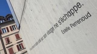 Ces phrases sorties des livres qu'on peut lire sur les murs du Locle et de La Chaux-de-Fonds