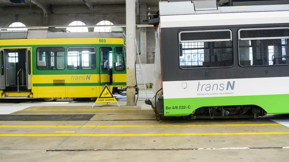 A l'arrivée du nouveau tram (au premier plan) en avril dernier, TransN et le Musée du tram n'imaginaient pas que les anciennes rames (derrière, à gauche) circuleraient encore cet automne.