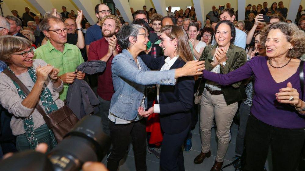 La Saint-Galloise Franziska Ryser des Verts (au centre, en noir et blanc) a été élue au Conseil national. Jamais les femmes n'ont été aussi nombreuses à siéger aux Chambres fédérales.