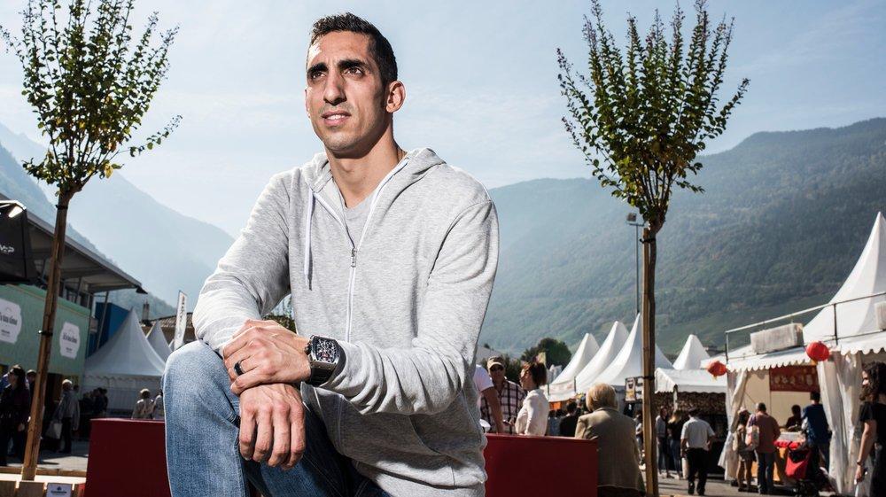 Sébastien Buemi, pilote de formule E, dans le cadre d'une séance de dédicace à la foire du Valais 2018.  Louis Dasselborne/Le Nouvelliste
