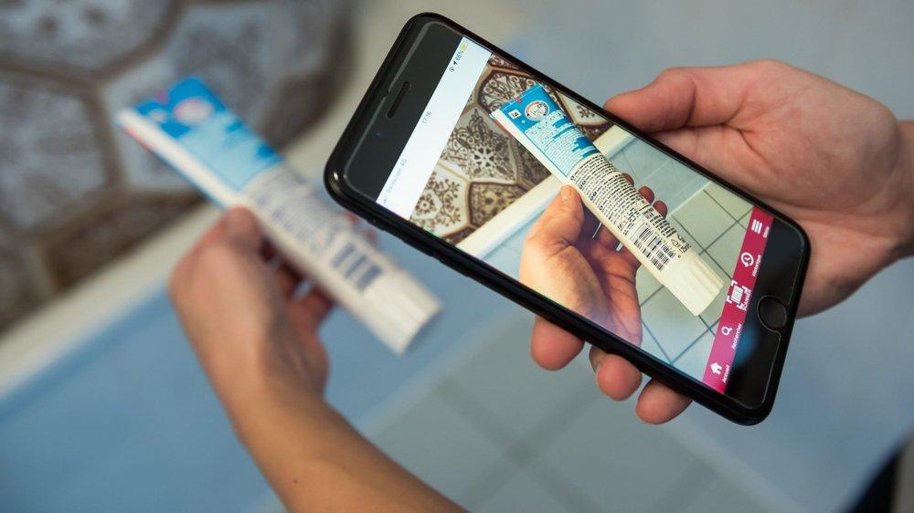 Avec l'appli de la FRC, il suffit de scanner le code-barre du produit pour afficher de précieuses informations.