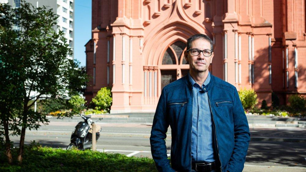 Avec Fabio Benoit, l'Eglise rouge de Neuchâtel accueille de mortelles confessions.