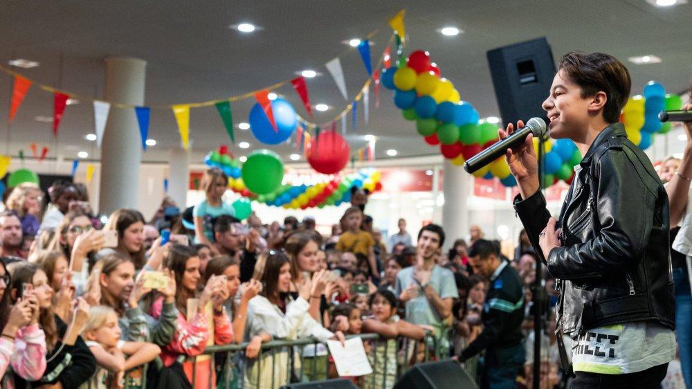 En interprétant de grands classiques, Nathan et les nouveaux Kids United ont fait vibrer la foule samedi à la Maladière-Centre.