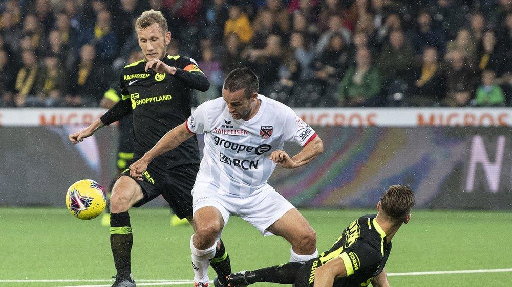 Fait inhabituel au Stade de Suisse: Raphaël Nuzzolo (en blanc) a manqué de réalisme devant la cage.