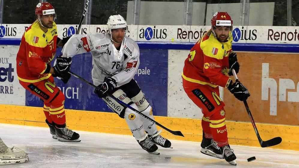 Gaëtan Augsburger (au centre entre Goran Bezina et Nicolas Dozin) et le HCC ont souvent dominé les Sierrois samedi à Graben.