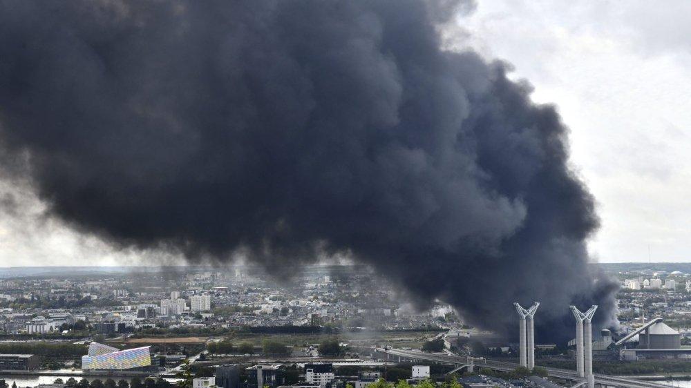 L'usine chimique Lubizol de Rouen a brûlé entre mercredi et jeudi dernier. Un nuage toxique s'en est échappé.