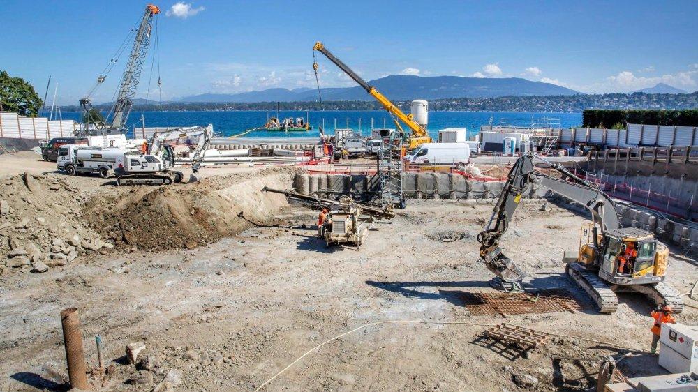 Depuis février, les machines s'activent au Vengeron, à Genève, pour bâtir une grande station de pompage.