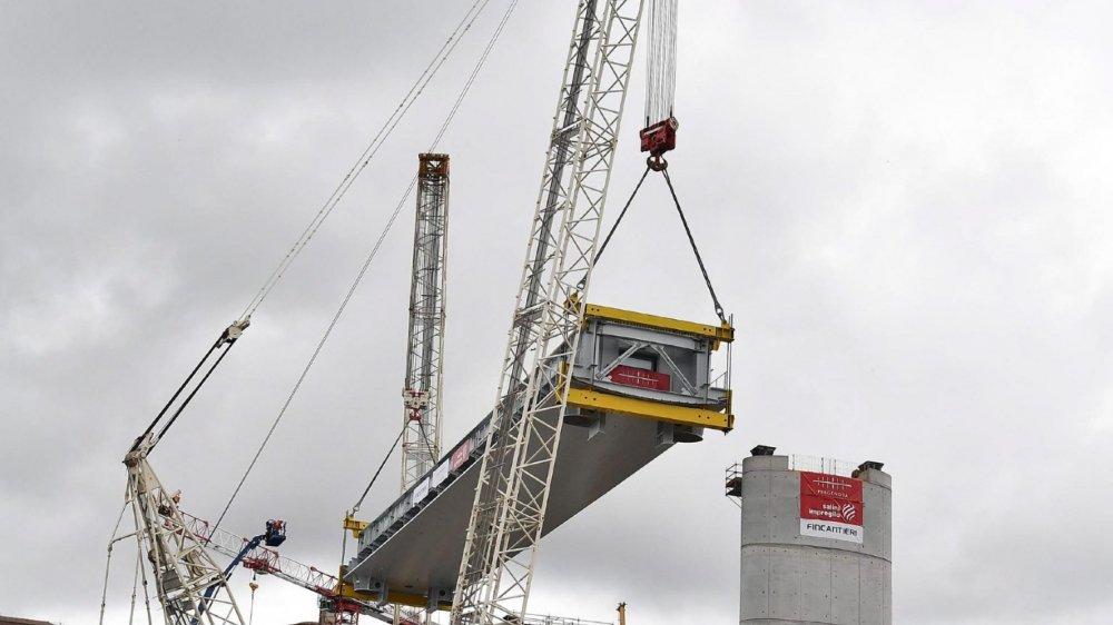 Le premier élément du nouveau viaduc a été posé.