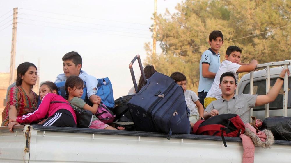 Dans la ville syrienne de Ras al-Ein, des familles kurdes fuient l'offensive turque pour alimenter le flux de dizaines de milliers de réfugiés.