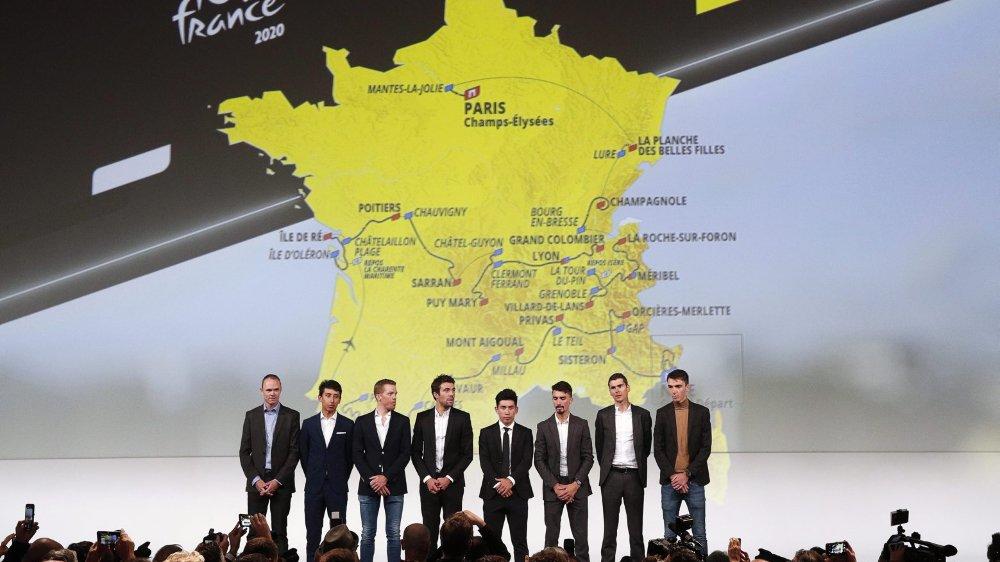 Les coureurs Christopher Froome, Egan Bernal, Steven Kruijswijk, Thibault Pinot, Caleb Ewan, Julian Alaphilippe,  Warren Barguil et Romain Bardet à la présentation du Tour de France 2020, à Paris.