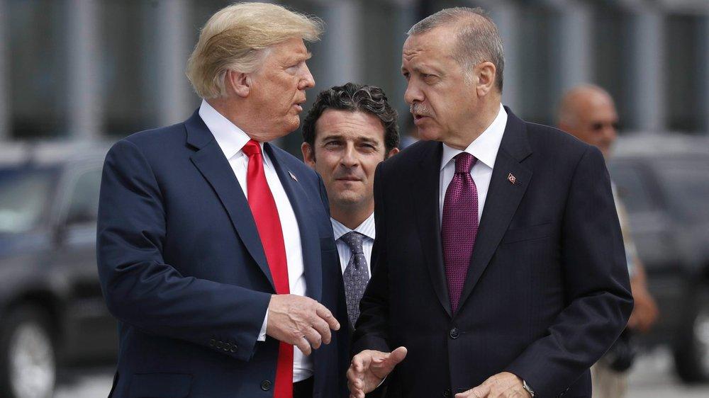 En Syrie, la Turquie–à droite, le président Recep Tayyip Erdogan, avec Donald Trump–est la grande gagnante de l'abandon des Kurdes  par les Etats-Unis, tout comme les Russes, qui dominent la région.
