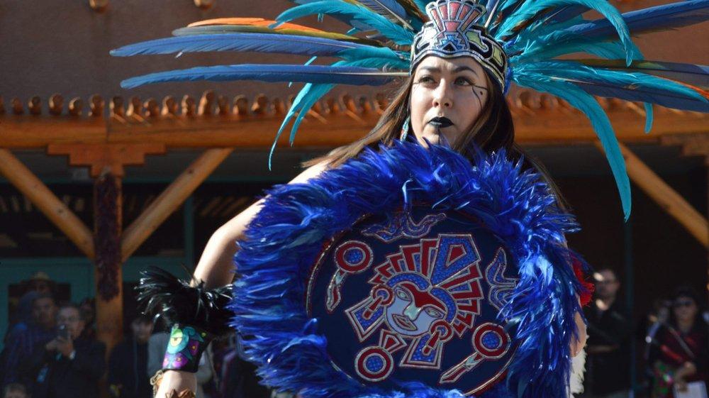 Le Nouveau-Mexique (ici une représentante des Ehecatl Aztec Dancers défile à Albuquerque) fait partie des Etats qui préfèrent mettre à l'honneur les Amérindiens plutôt que Christophe Colomb.