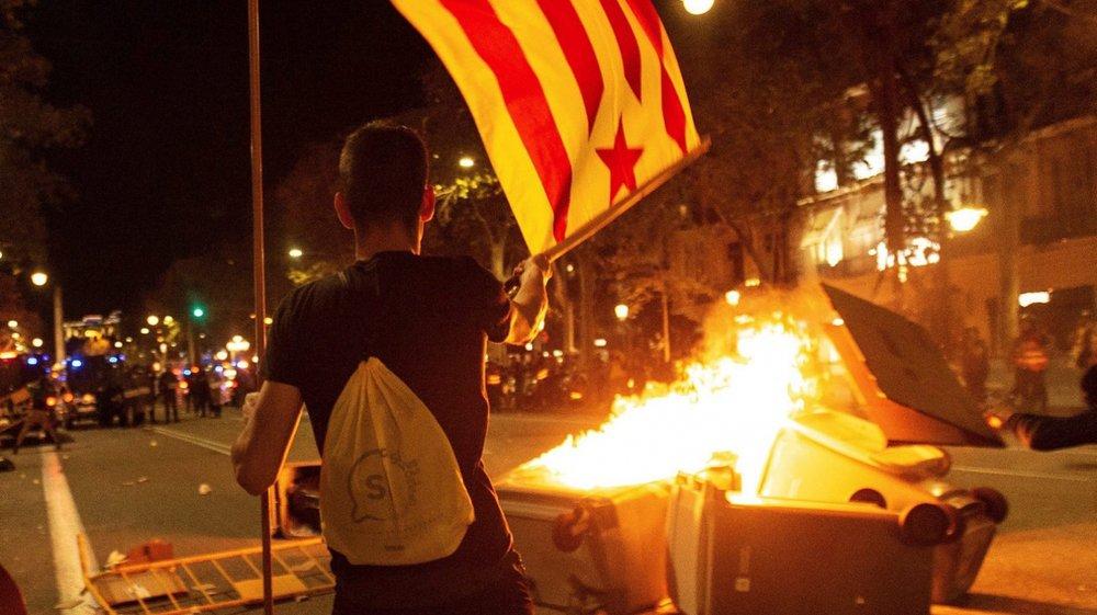 Depuis lundi, jour de la condamnation de neuf militants pro-indépendance, la Catalogne a connu plusieurs nuits de violence.