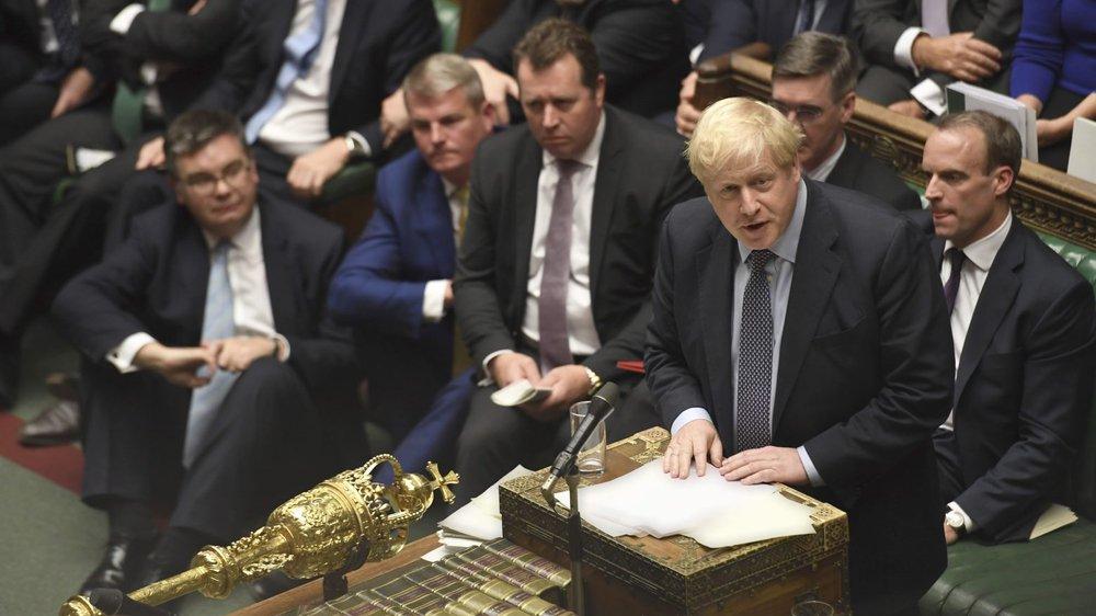 Les déboires de Boris Johnson, samedi aux Communes, ont suscité la consternation à Bruxelles.
