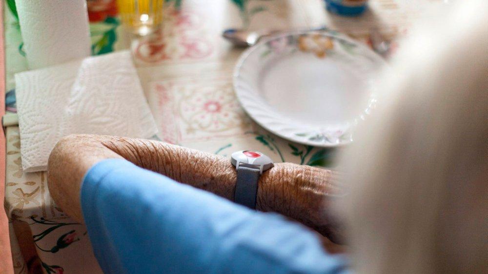 Chaque année, en Suisse, environ 450 pensionnaires d'EMS décèdent des suites d'un renoncement volontaire à toute alimentation solide ou liquide.