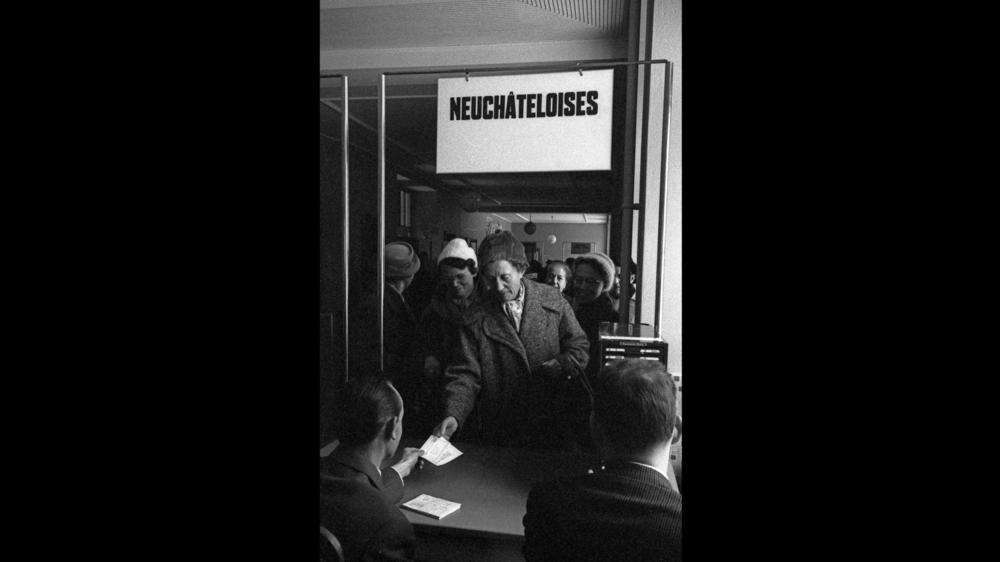 La Chaux-de-Fonds, bureau de vote de la Halle des enchères, 1960.