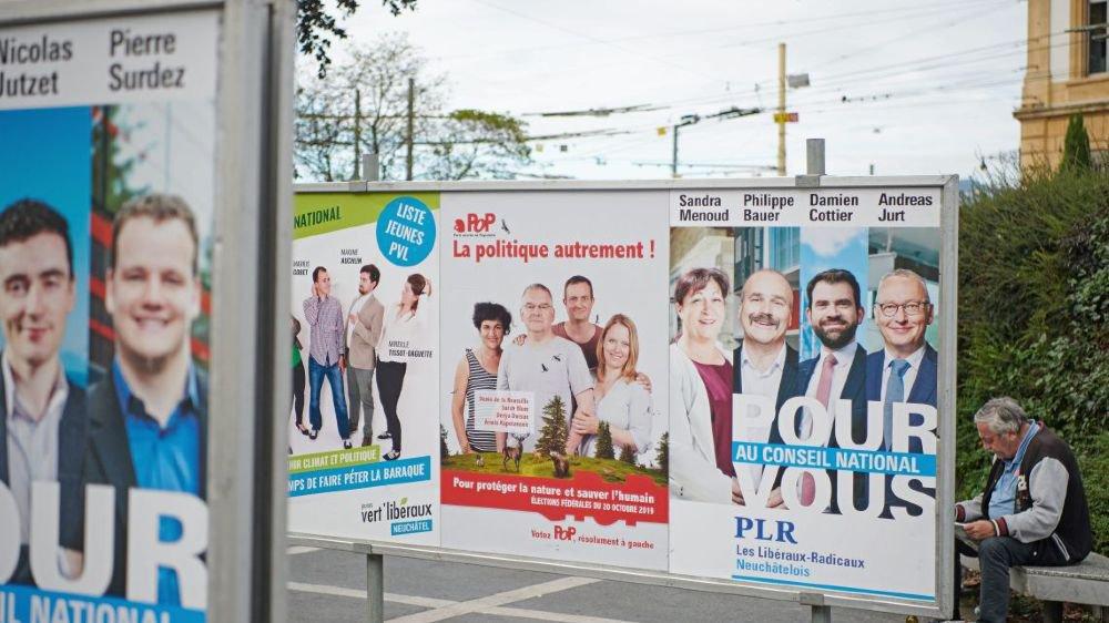 Sur les affiches électorales au moins, les jeunes candidats sont à égalité avec leurs aînés.