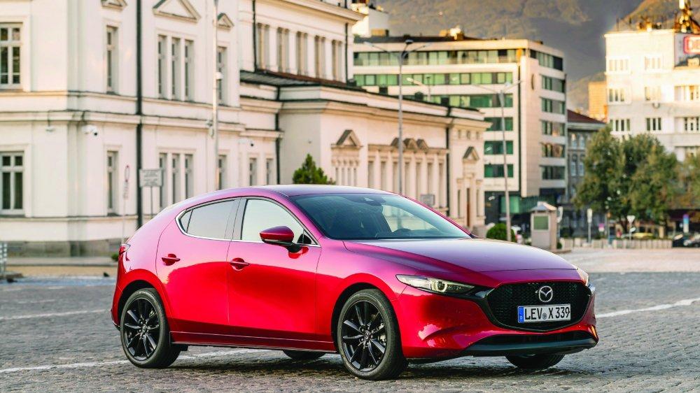 MAZDA3 Lancée en mars dernier, la nouvelle compacte est livrable désormais avec ce fameux moteur Skyactiv-X. Le Mazda CX-30 suivra dès la seconde quinzaine d'octobre.