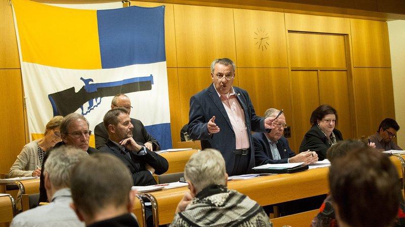 Le PLR Michel Rossi (debout au centre) fait partie du Conseil communal de Peseux depuis 2008.