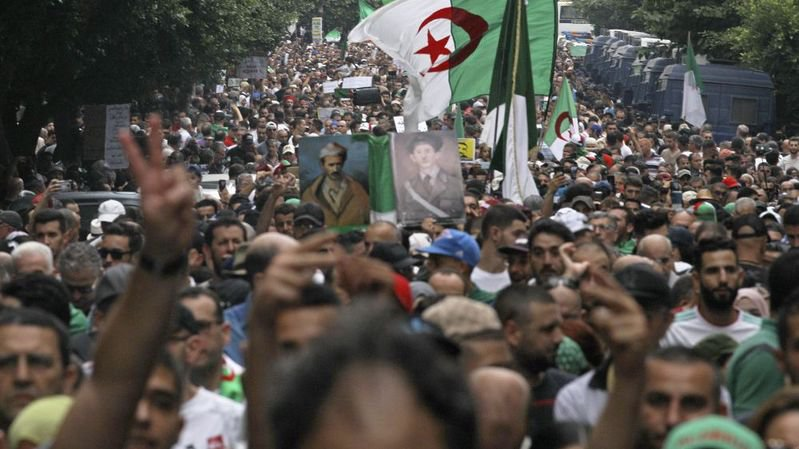 Eclairage: «Les Algériens envient leurs voisins tunisiens»