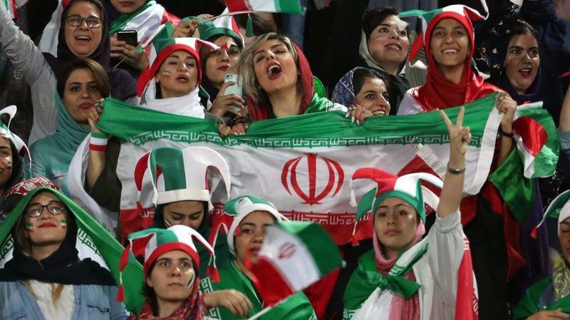 Pour la première fois depuis 40 ans, des Iraniennes ont pu, la semaine dernière, assisté à un match de football.