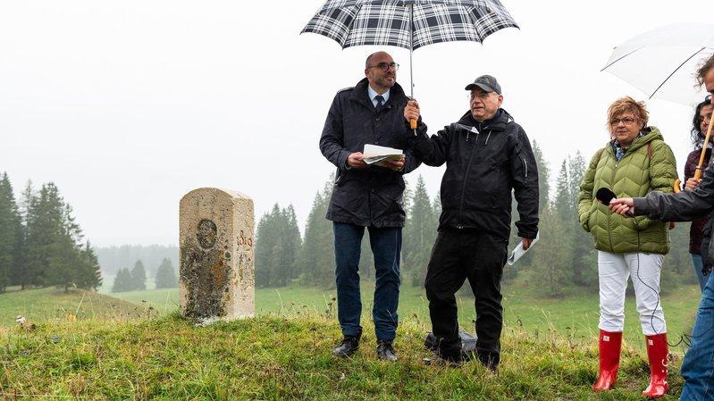 Les bornes sont soumises aux aléas climatiques. Laurent Favre (à gauche) et Pierre-Alain Trachsel l'ont vérifié lors de la conférence de presse.