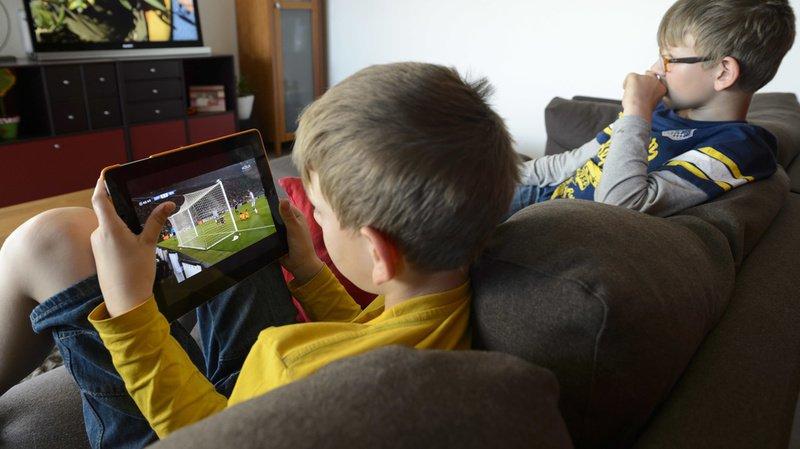 Internet: 2 enfants suisses sur 3 adorent regarder des vidéos et écouter de la musique