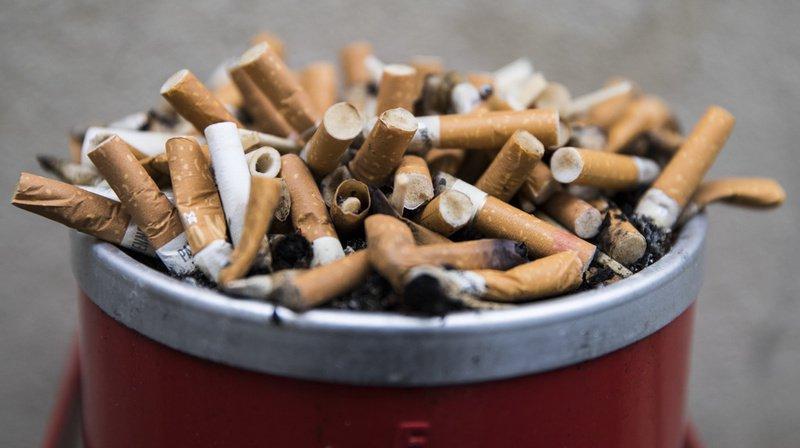 Le Tessin pourrait devenir la première administration cantonale à déduire les pauses-cigarettes de ses employés. (Illustration)