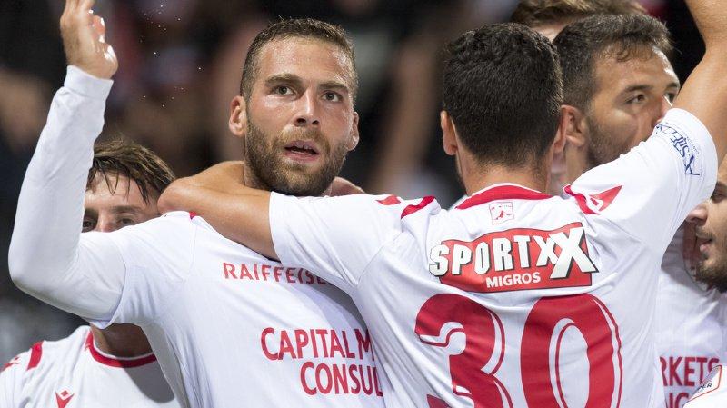 Le milieu valaisan Pajtim Kasami, gauche, celebre le 2 a 1 avec ses coequipiers lors de la rencontre de football de Super League entre Neuchatel Xamax FCS et FC Sion.