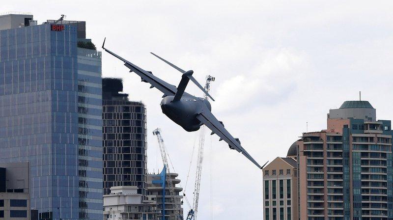 Le C-17A Globemaster de la Force aérienne royale australienne répète avant le festival de Brisbane.