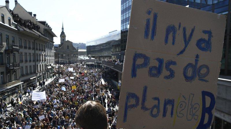 Berne: près de 100'000 personnes de tout âge manifestent pour le climat