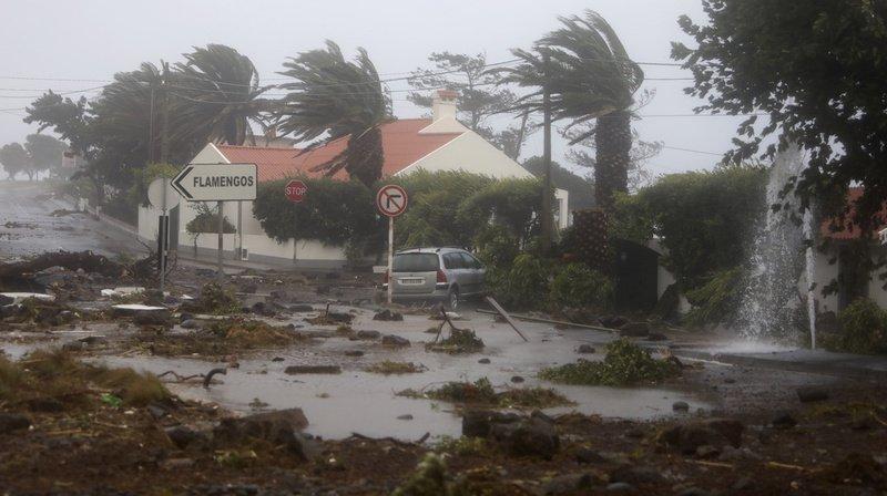 L'ouragan Lorenzo frôle les Açores: maisons endommagées, inondations, mais «pas de dégâts majeurs»
