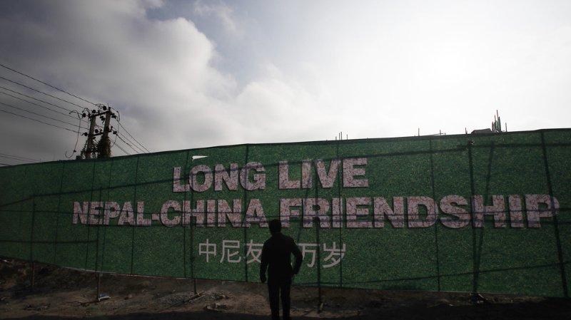La Chine a intensifié dernièrement sa présence dans ce pays pauvre de l'Himalaya, injectant des millions de dollars dans des projets.
