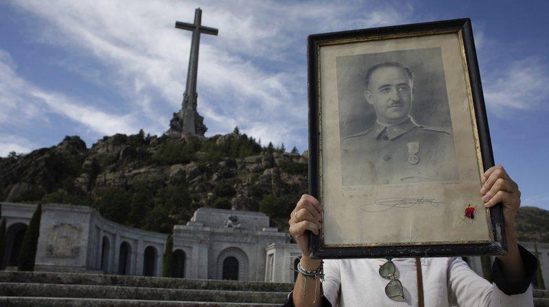 La famille Franco avait déposé en vain plusieurs recours en justice pour conserver la dépouille du dictateur dans le grandiose mausolée de marbre du Valle de los Caidos.
