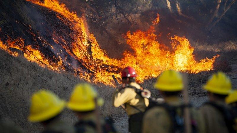 Etats-Unis: des incendies en Californie font 2 morts et 100 000 évacués