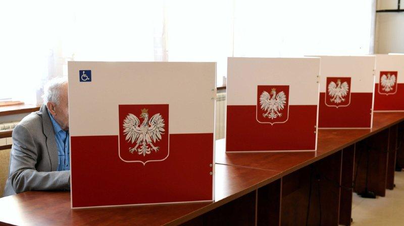 Les populistes sortent vainqueurs des élections législatives en Pologne, selon les premières estimations.
