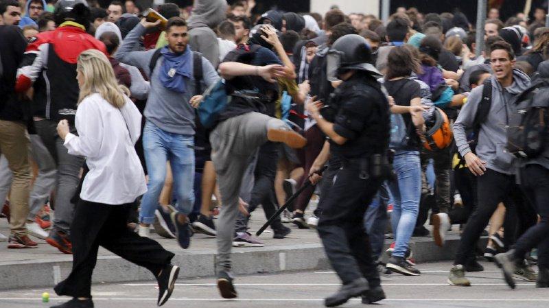 Espagne: les indépendantistes catalans bloquent l'aéroport et les routes de Barcelone