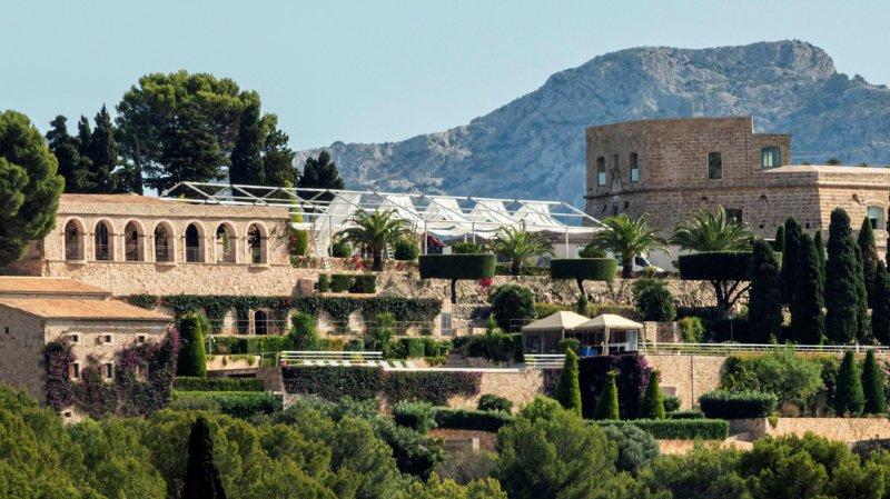 Le champion espagnol a dit oui à celle qui partage sa vie depuis 14 ans devant 350 invités au château de Sa Fortalesa, à Pollença (nord-est de l'île).
