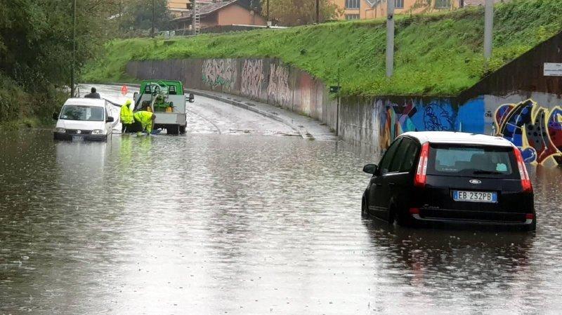 Violents orages en Italie: des inondations détruisent un pont et font un mort