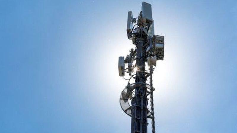 Plus de 400 opposants à un projet d'antenne 5G à Fleurier